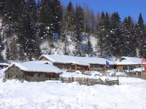 雪景小木屋,好有意境啊图片