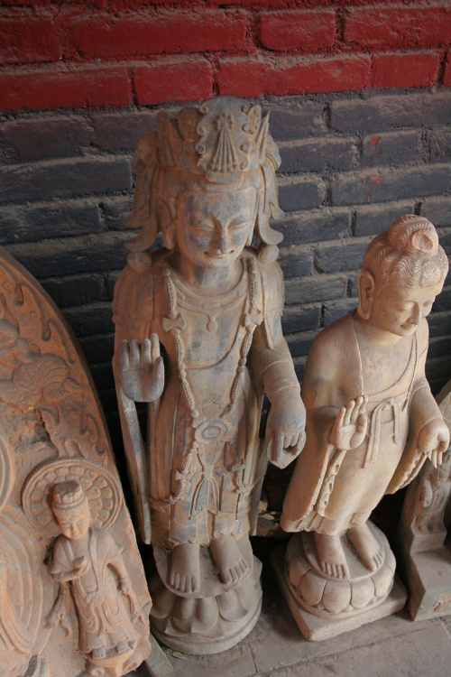 它用泥塑和木雕等形象地展示了少林寺武术的缘起