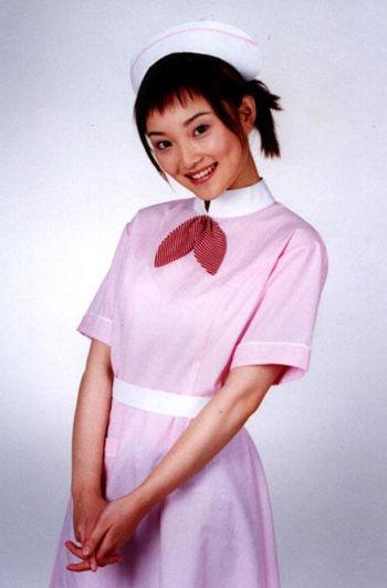 李小璐:甜美小护士胸前的装饰很重要