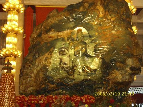 10米的历史上最大玉石雕像荣膺世界玉石佛像吉尼斯之