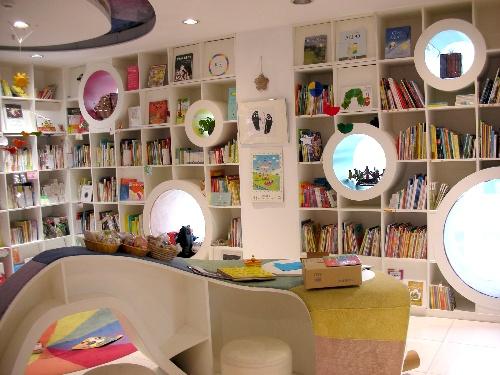阳光海豚儿童书店