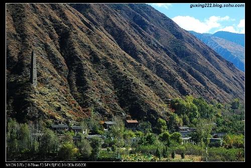 嘎达山风景区由中国碉王——关碉,龙龟飞瀑,自然天成高达240米的东巴