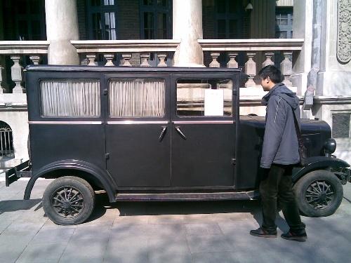张作霖的座驾,旁边立的牌子上写的是克莱斯勒,但是方向盘高清图片