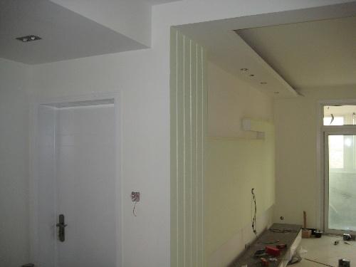 金印花苑社区入口 主卧壁柜,木工制造,油漆工喷漆完成   主卧门 客厅图片
