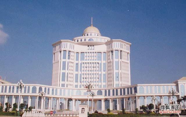 """宝鸡市政府大楼   12名职工7000平方米""""欧式"""""""