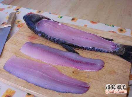 四川水煮鱼家常做法喜欢吃的mm来看看(*^__^